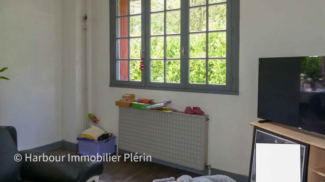 0142-harbour-immobilier-a-vendre-maison-saint-julien-bourg-a-renover-salon-2